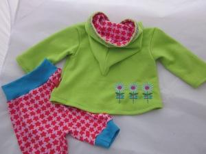 Babyset aus Sweater und Mitwachshose